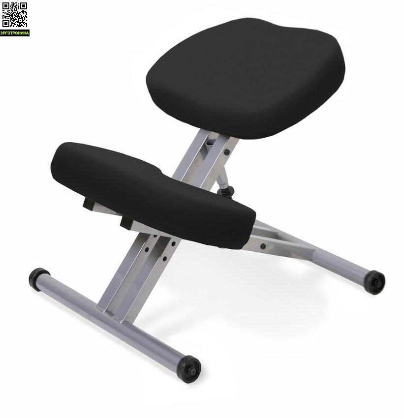 Стальной стул с упором в колени — Smartstool KM01Коленные стулья<br>Коленный смартстул имеет механическую регулировку по высоте сиденья. Регулировка высоты происходит путем вращения кольца.<br>/ Наклон сиденья в 15 градусов помогает поддерживать осанку в правильном положении. Это является физиологическим фактором, позвоночник правильно выгибается. Угол ноги-таз-корпус выпрямляется, становится чуть ближе к углу при положении стоя, также часть веса в точку опоры переносится с таза (как на обычном стуле) на переднюю поверхность голени, разгружая таким образом сп<br>
