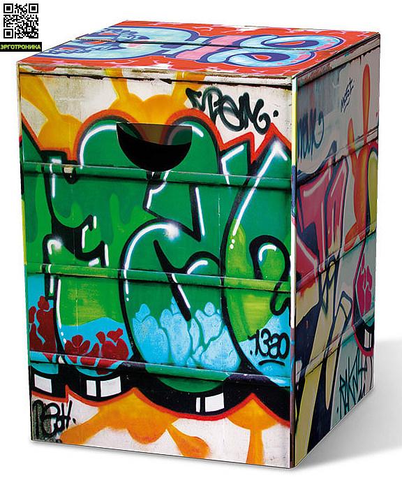 Табурет картонный GraffitiДля дома<br>Картонный табурет легко и быстро собирается,  сидеть на нем удобно, как на обычном деревянном или пластиковом стуле. Также табурет можно использовать как журнальный или прикроватный столик. Для экономии жилого пространства можно с легкостью собирать его после использования. Материал: гофрированный картон                             <br>Размер: 32,5 х 32,5 х 44,4 см                                   <br>Выдерживает вес до 200 кг<br>