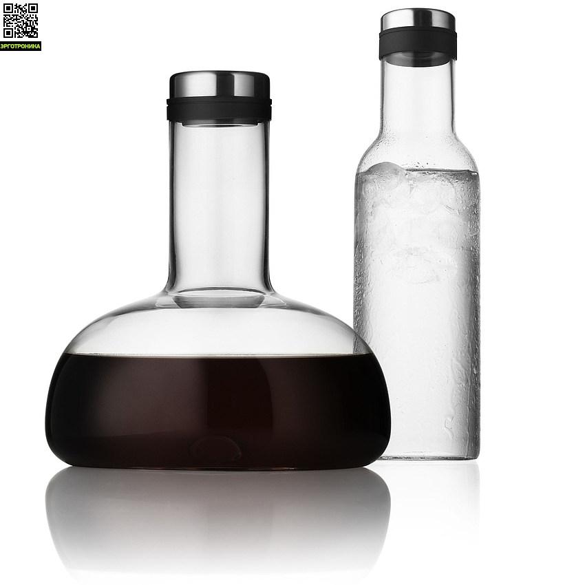 Набор Winebreather (бутыль для воды, декантер)Для дома<br>Эти два графина являются идеальной парой - эстетично и минималистично, функционально и дизайнерски. С использование инноваций! <br>Графин для вина соответствует тому, что используют сомелье ресторанов высокой кухни, но с использованием инноваций - новая запатентованная форма графина, которая поставляет в вино в кратчайшие сроки гораздо больше кислорода. <br>Бутылка для вода помещается в дверйе холодильника, а ее металлическая крышка сохранает воду свежей.<br>Цвет прозрачный (высота - 29 см)<br>Дизайнер Norm Archite<br>
