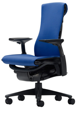 Кресло Embody от Herman Miller Balance Berry Blue