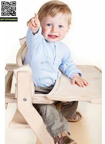 Столик к стульчику KotokotaАксессуары к креслам<br>Если Ваш ребенок предпочитает обедать за собственным столом, Вы можете  добавить столик к регулируемому стулу Kotokota, уже оснащенному ограничителем для малышей. Легкосъемный столик крепится на открывающуюся планку ограничителя и может сниматься и устанавливаться одним движением. Когда стульчик не используется для кормления ребенка, столик может быть снят либо опущен вперед и вниз при открывании ограничителя - в таком положении стул можно задвинуть под обеденный стол для  экономного использования пространс<br>