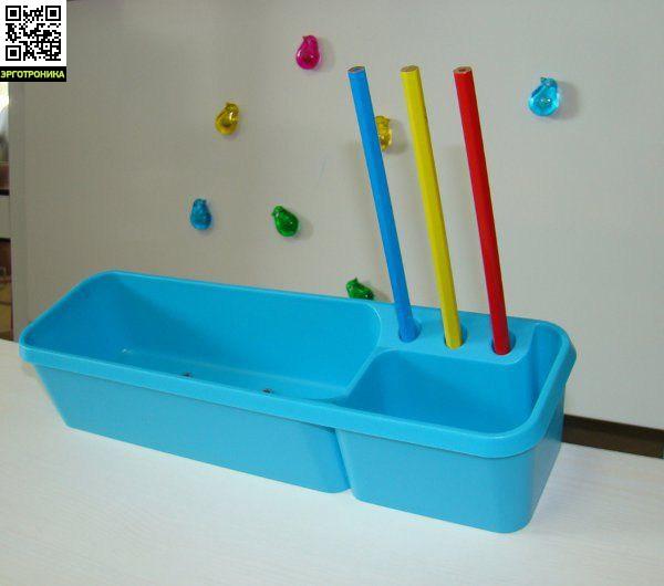Пенал-контейнер навеснойСтолы<br>Крепится на столешницу наклонного типа<br>Материал: пластик<br>Содержит два отсека<br>Производиться в трех цветах: зеленый, голубой, розовый.<br>