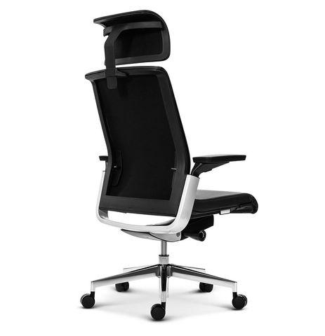 Эргономичное кресло руководителя Match черная кожа